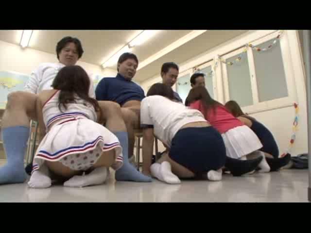 (小笠原咲)文化祭でピンサロを開いたえろ10代小娘たち☆ ☆ メイドさんコスハーレムフェラチオに口出し☆ ☆ ☆